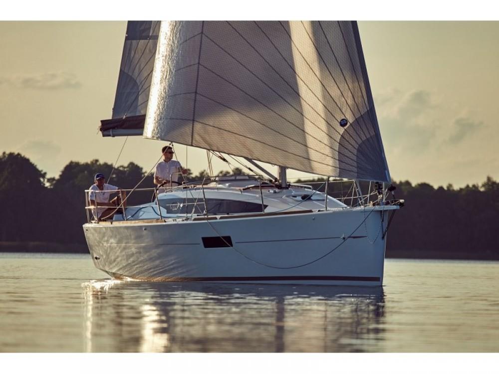 Boat rental Grad Pula cheap Sun Odyssey 319