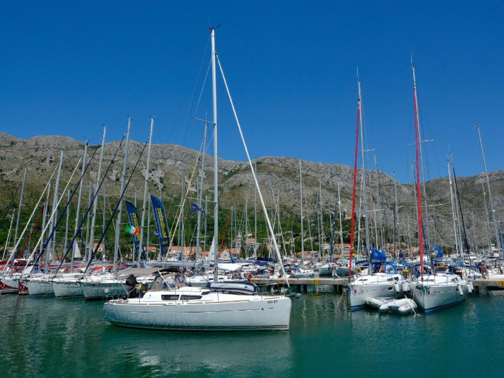 Boat rental Dubrovnik cheap Sun Odyssey 33i