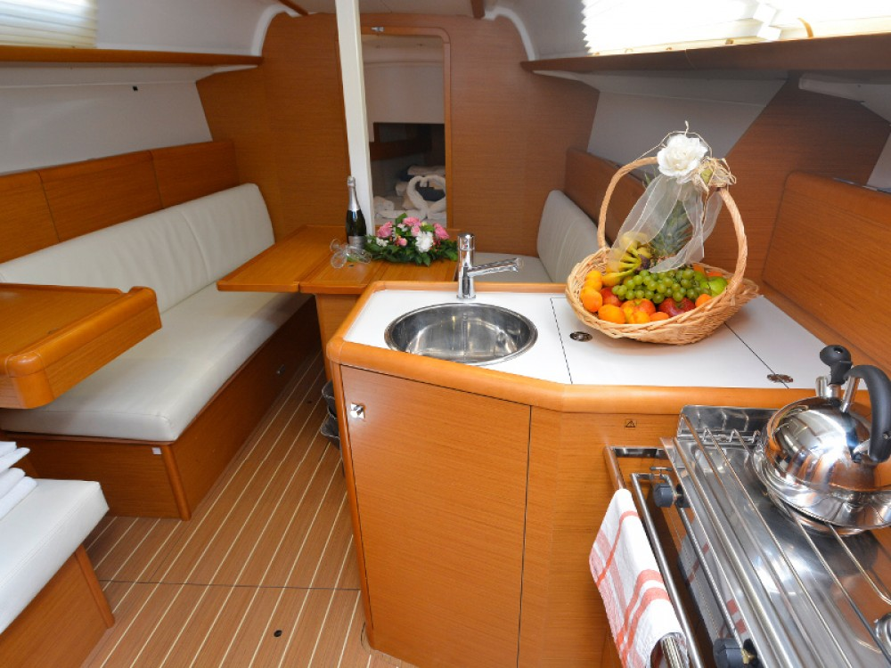 Boat rental Jeanneau Sun Odyssey 33i in Komolac on Samboat