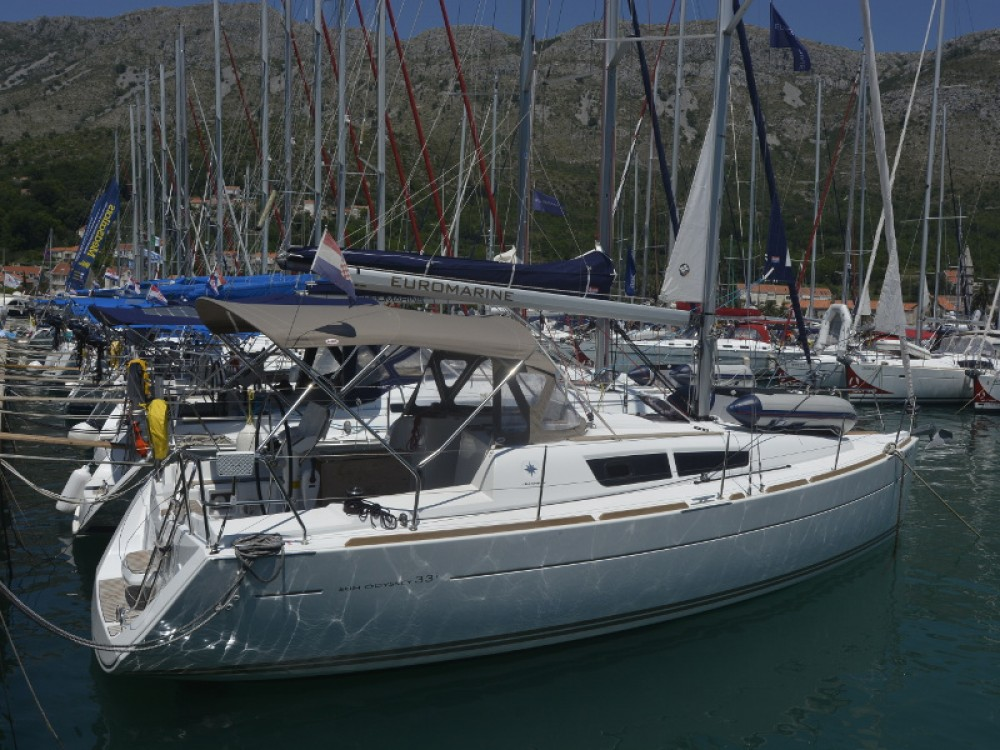 Rental Sailboat in Komolac - Jeanneau Sun Odyssey 33i