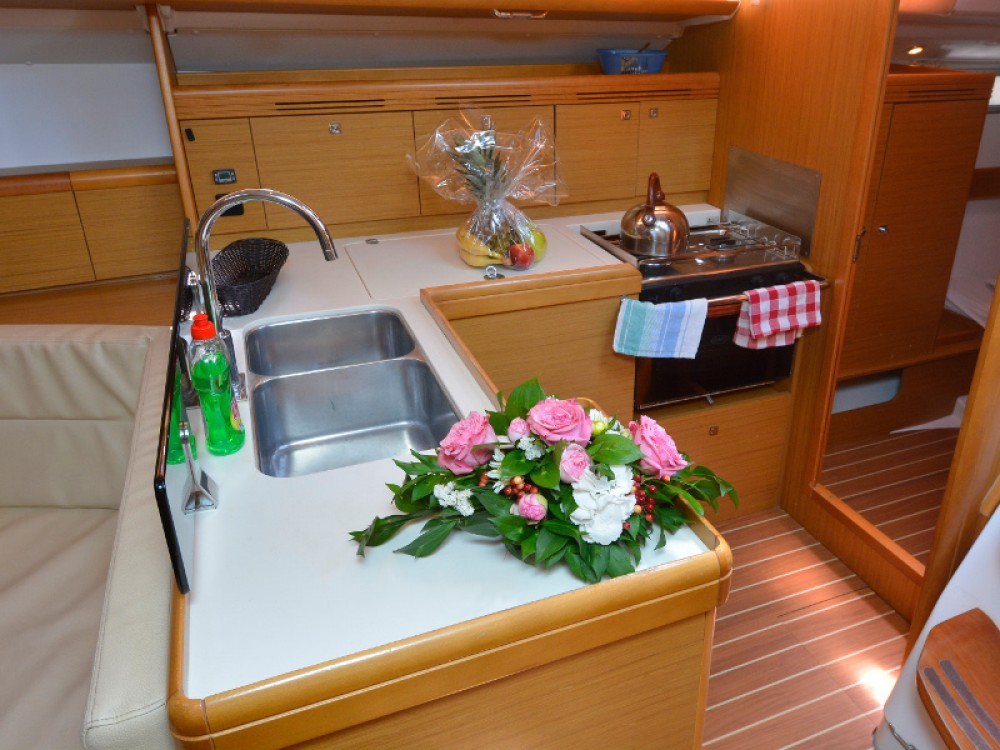 Jeanneau Sun Odyssey 42i between personal and professional Komolac