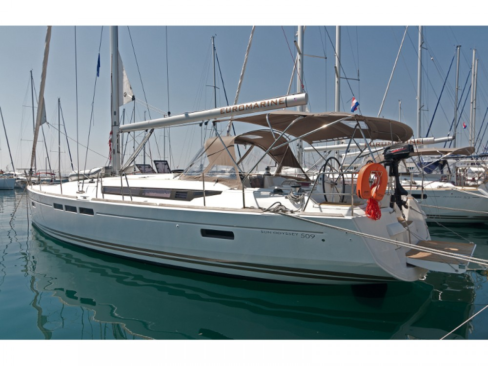 Hire Sailboat with or without skipper Jeanneau ACI Marina Split