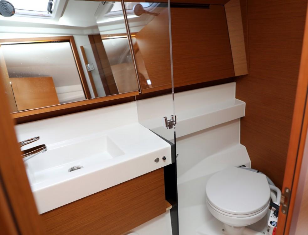 Rental Sailboat in Pula - Jeanneau Sun Odyssey 410