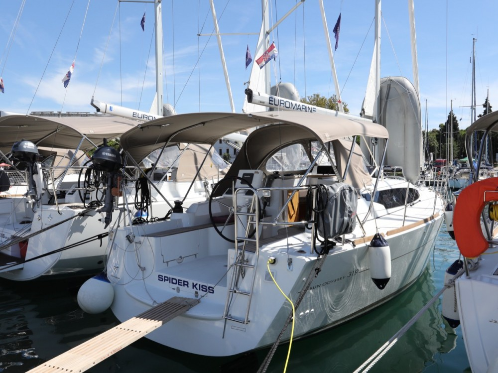 Rental Sailboat in Pula - Jeanneau Sun Odyssey 319