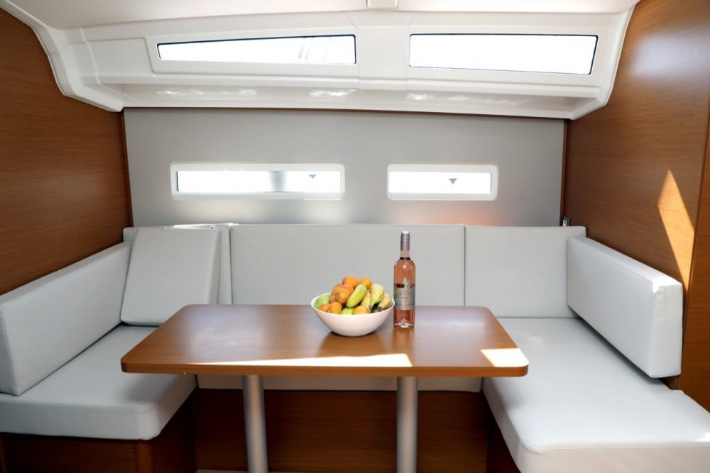 Jeanneau Sun Odyssey 410 between personal and professional Pula