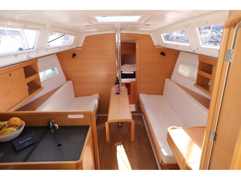 Jeanneau Sun Odyssey 319 between personal and professional Pula