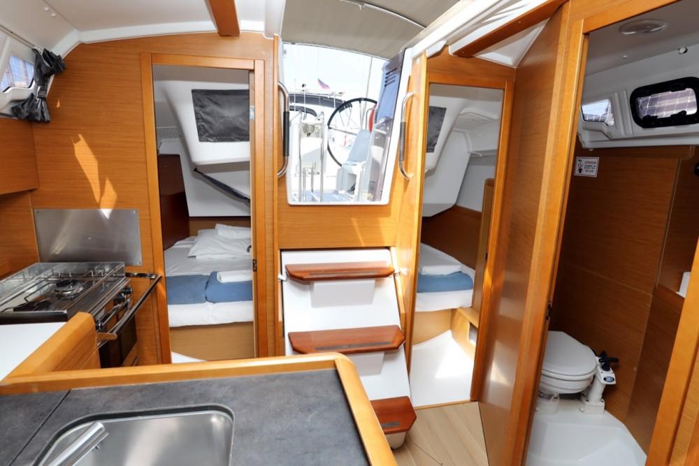 Rental Sailboat in Grad Pula - Jeanneau Sun Odyssey 349