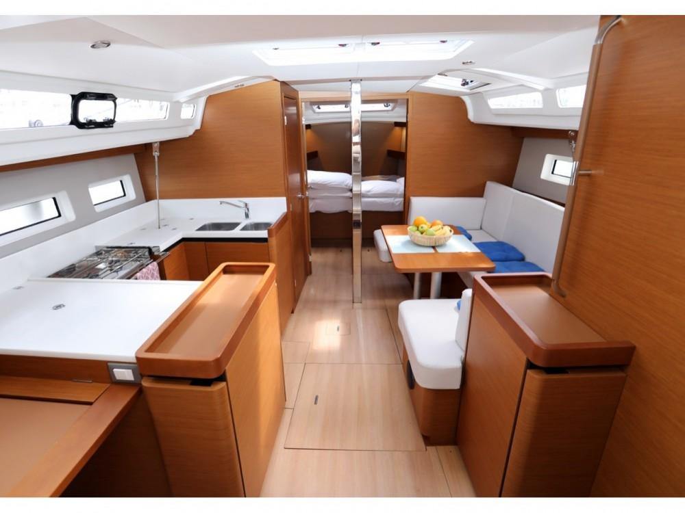 Boat rental Jeanneau Sun Odyssey 440 in Grad Pula on Samboat