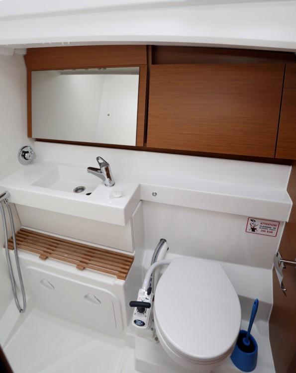 Rental yacht Grad Pula - Jeanneau Sun Odyssey 440 on SamBoat
