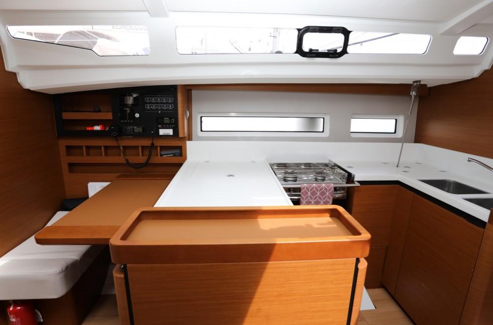 Rental Sailboat in Grad Pula - Jeanneau Sun Odyssey 440