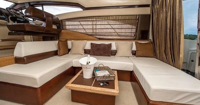 Boat rental Azimut Azimut 47 Fly in Šibenik on Samboat