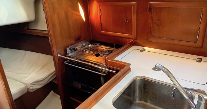 Rental yacht Lávrio - Bénéteau Oceanis 331 on SamBoat