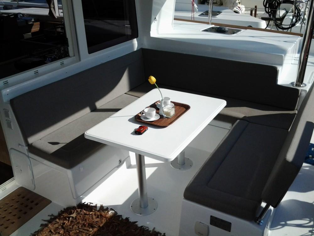Rental yacht Lávrio - Lagoon Lagoon 400 on SamBoat