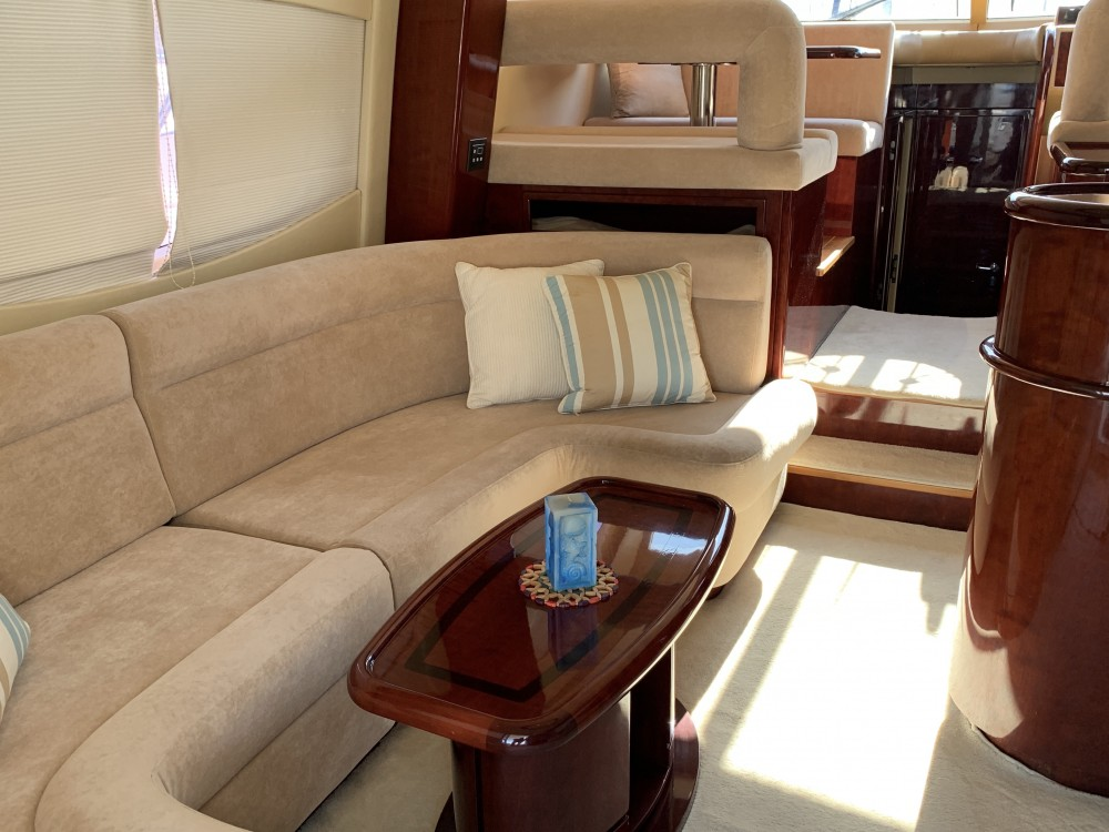 Gulf Craft Majesty 50 Fly between personal and professional Álimos