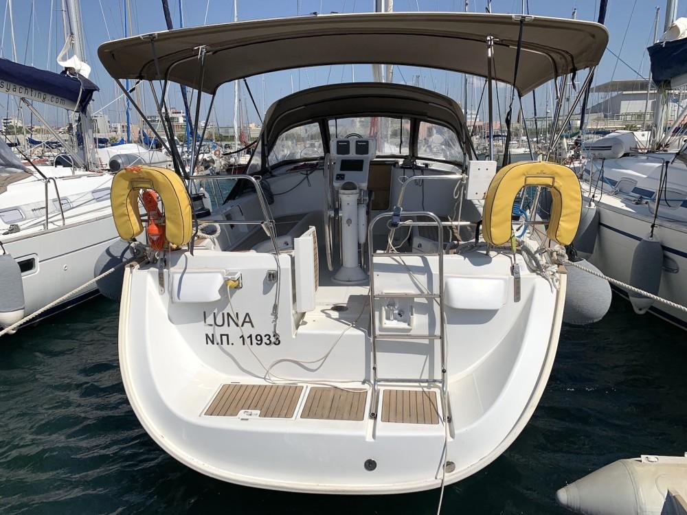 Rental yacht Lávrio - Bénéteau Oceanis 423 on SamBoat