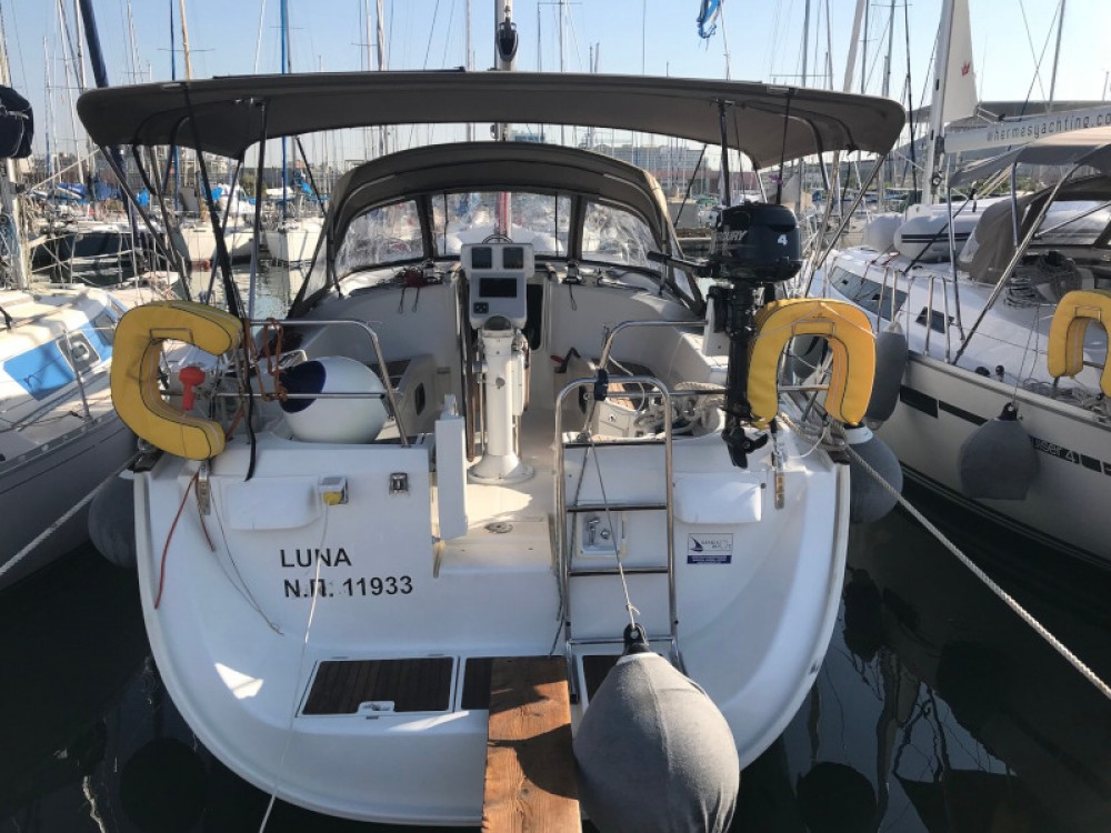 Hire Sailboat with or without skipper Bénéteau Lávrio