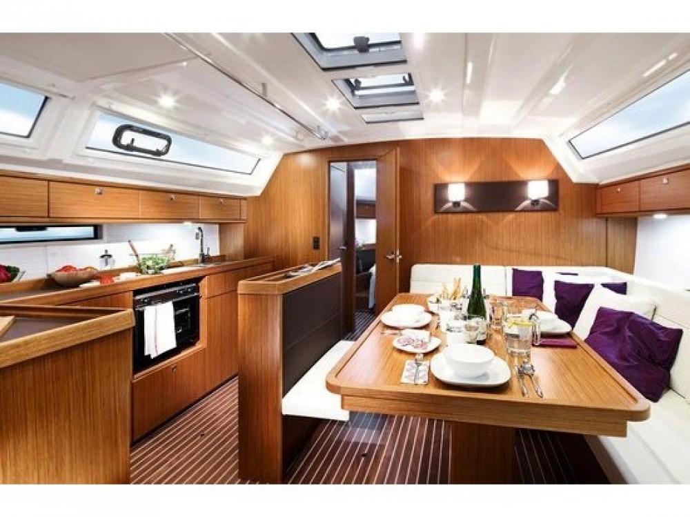 Rental yacht Álimos - Bavaria Bavaria Cruiser 46 on SamBoat