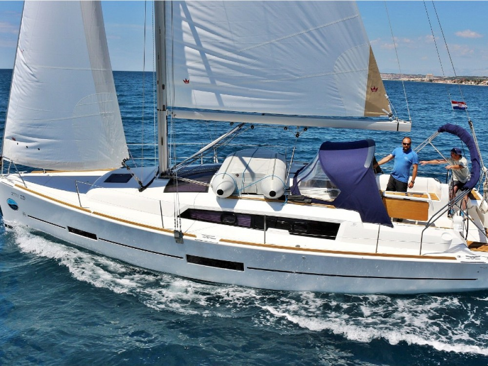 Rental Sailboat in Álimos - Dufour Dufour 382