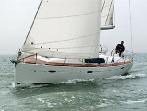 Bénéteau Oceanis 43 between personal and professional Skiathos