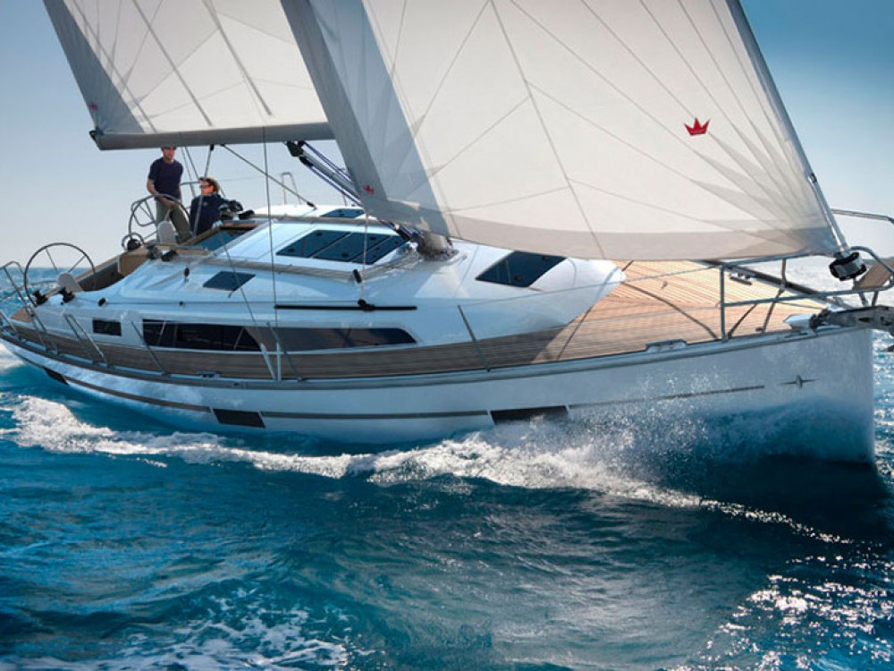 Rental Sailboat in Álimos - Bavaria Bavaria Cruiser 37