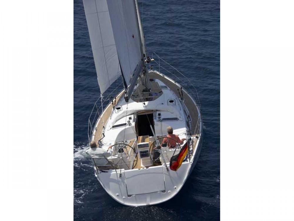 Rental yacht Álimos - Bavaria Bavaria 40 Cruiser on SamBoat