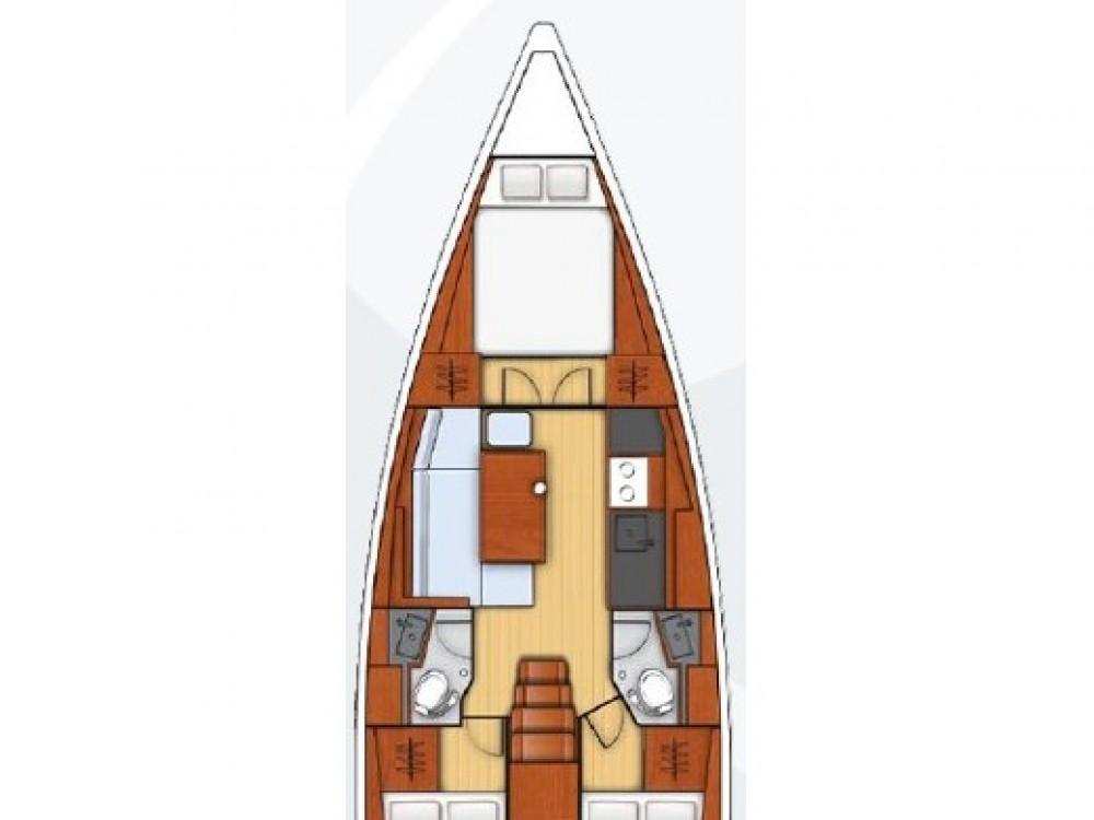 Rent a Bénéteau Oceanis 38.1 Komolac