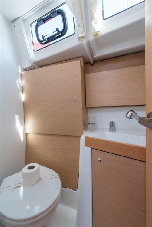 Boat rental Bénéteau Oceanis 38.1 in Komolac on Samboat