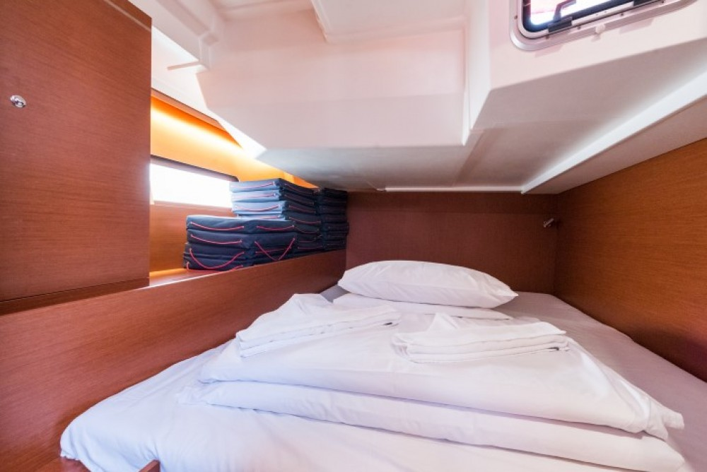 Hire Sailboat with or without skipper Bénéteau ACI marina Pomer