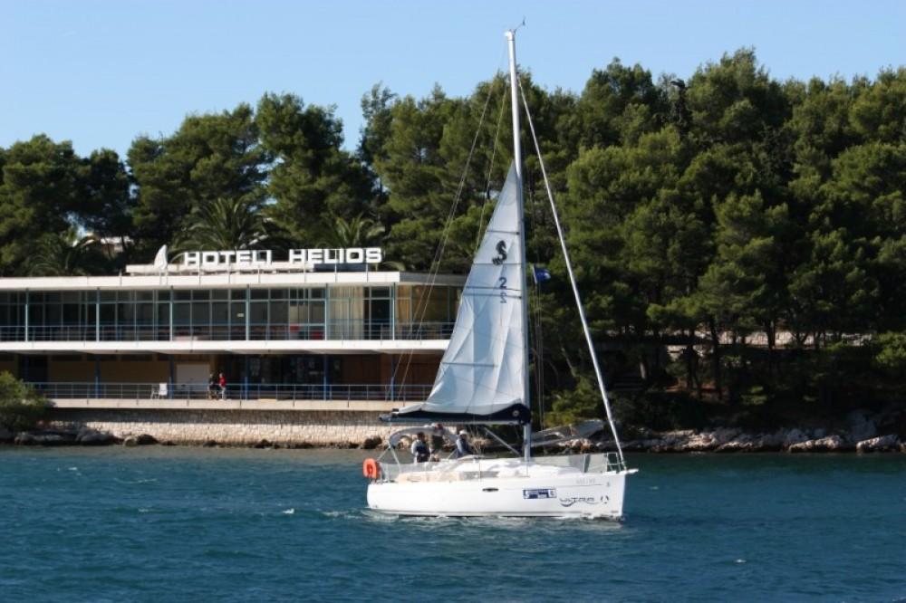 Rental Sailboat in ACI marina Pomer - Bénéteau Oceanis 31