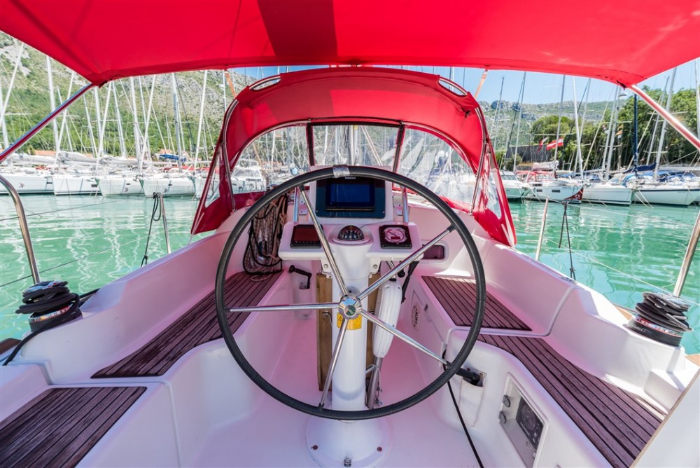 Bénéteau Oceanis 31 between personal and professional ACI marina Pomer