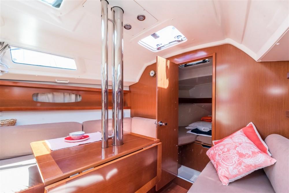 Boat rental Bénéteau Oceanis 31 in ACI marina Pomer on Samboat