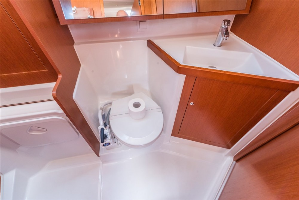 Rental yacht Split - Bénéteau Oceanis 41.1 on SamBoat