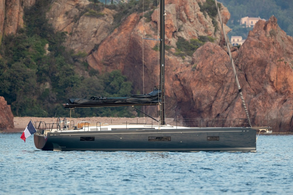 Rent a Bénéteau First Yacht 53 Split