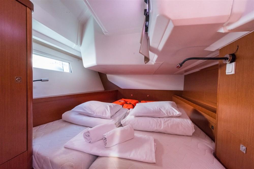 Rental yacht Komolac - Bénéteau Oceanis 45 on SamBoat