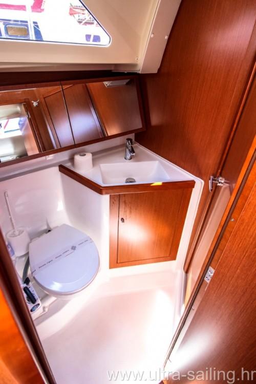 Boat rental Bénéteau Oceanis 41.1 in Pomer on Samboat