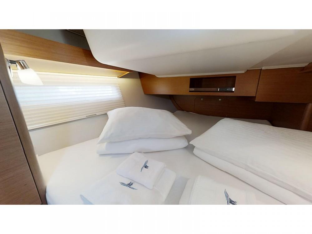 Rental Sailboat in Rogoznica - Dufour Dufour 390 Grand Large