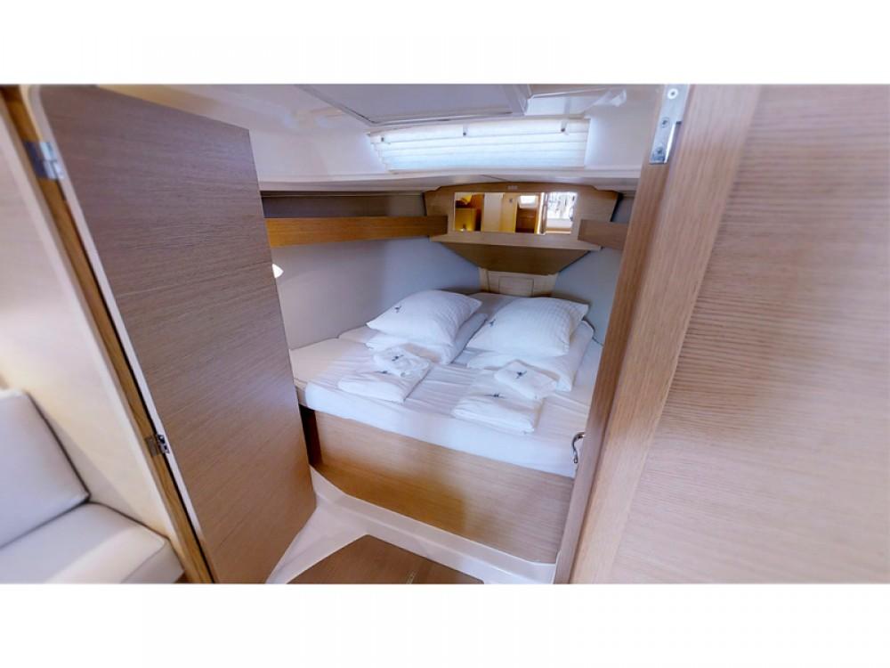 Rental Sailboat in Rogoznica - Dufour Dufour 360 Grand Large