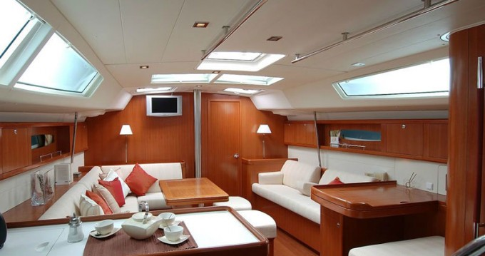 Bénéteau Oceanis 50 between personal and professional Athens