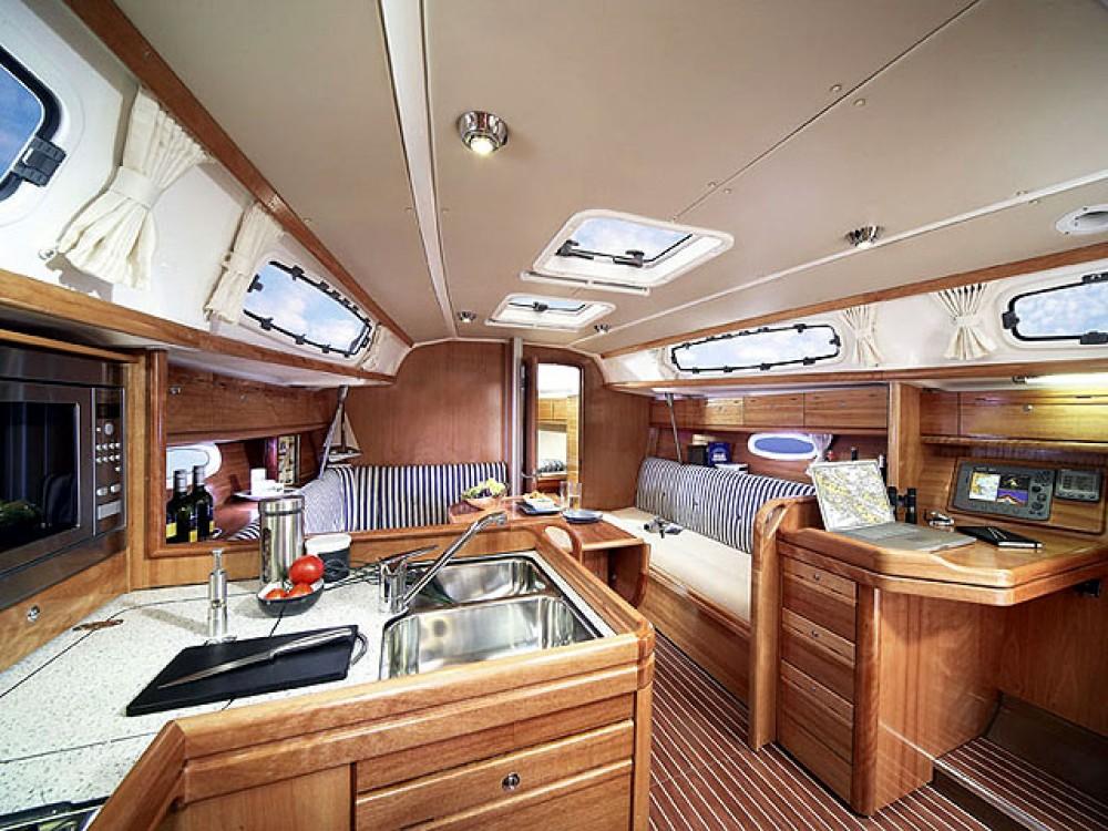 Rental Sailboat in Lefkada - Bavaria Bavaria 34 Cruiser