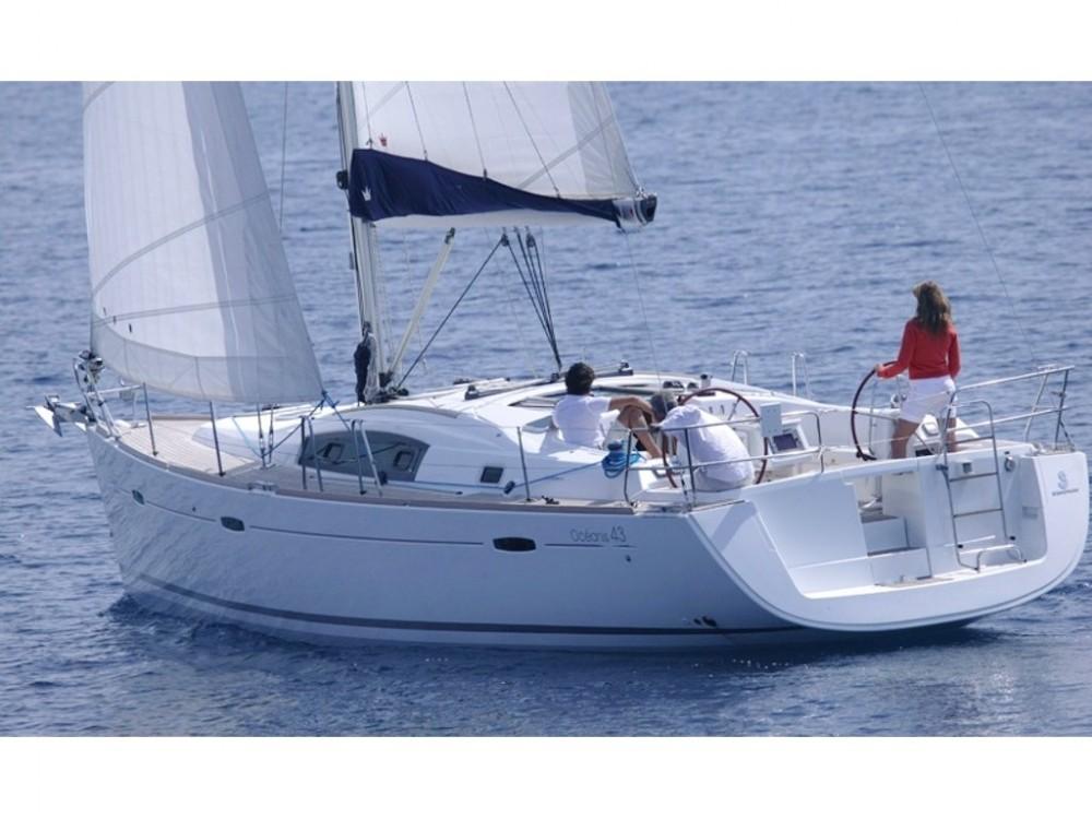 Boat rental Bénéteau Oceanis 43 (4 cbs) in Alimos Marina on Samboat
