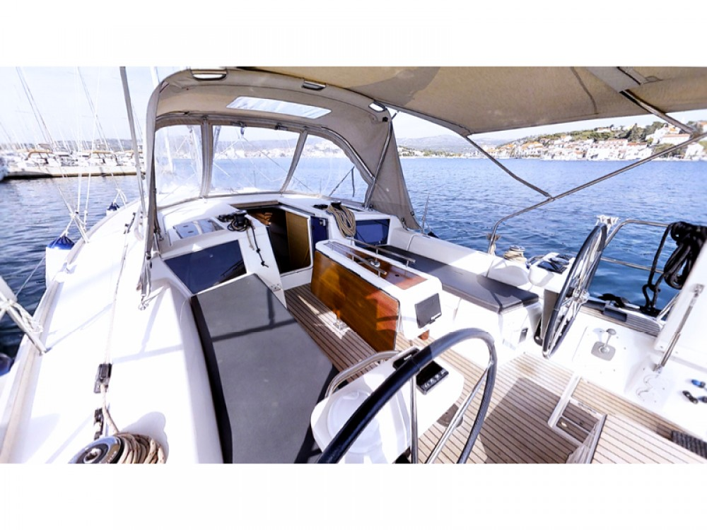 Rental Sailboat in Rogoznica - Dufour Dufour 360 Grand Large