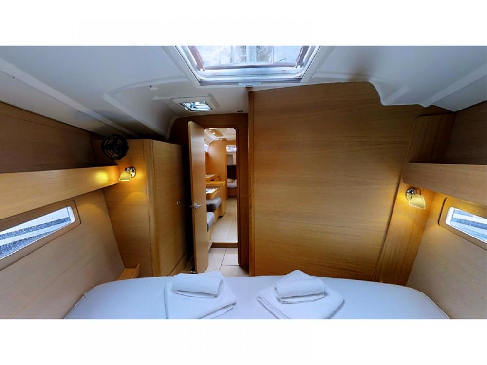 Rental Sailboat in Rogoznica - Dufour Dufour 410 Grand Large