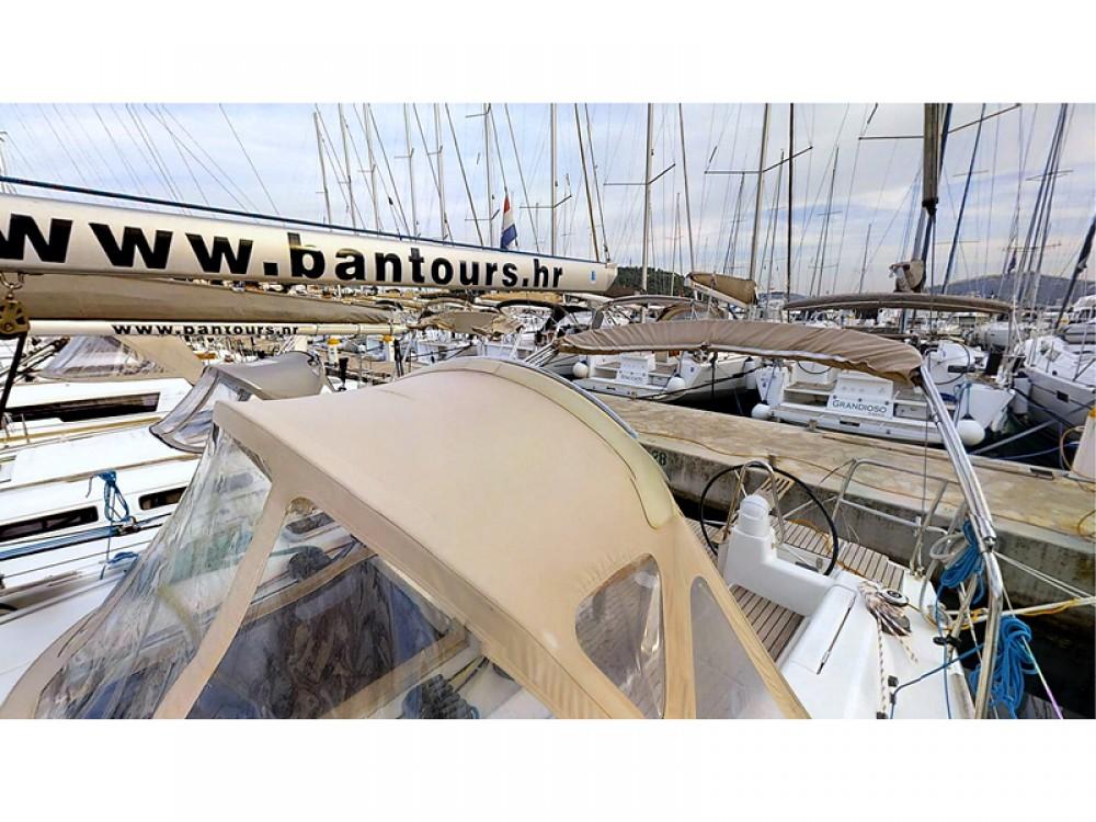 Rental Sailboat in Rogoznica - Dufour Dufour 375 Grand Large