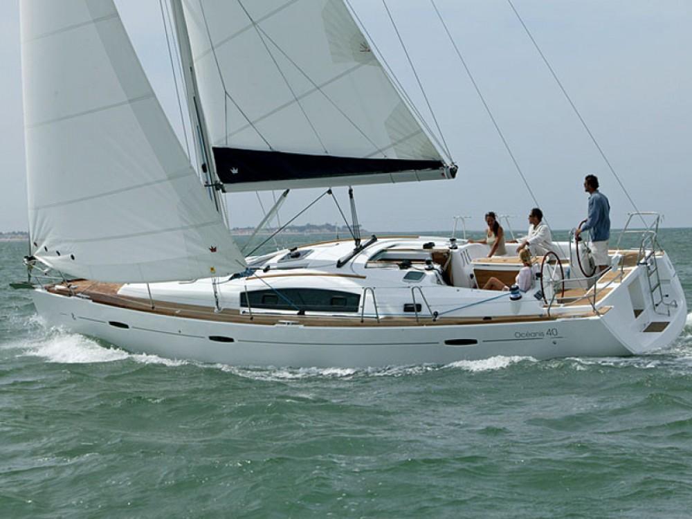 Rental Sailboat in Alimos Marina - Bénéteau Oceanis 40