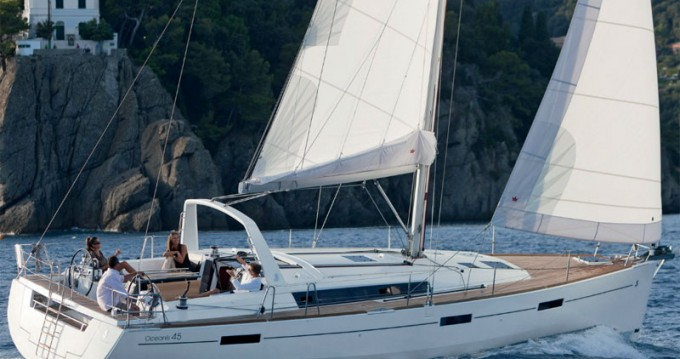 Bénéteau Oceanis 45 (3 cbs) between personal and professional Athens