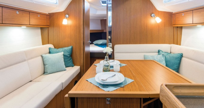 Boat rental Bavaria Cruiser 37 in Athens on Samboat