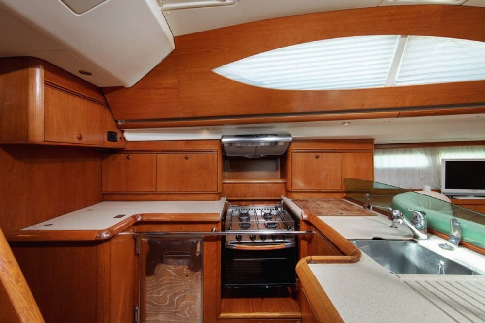 Jeanneau Sun Odyssey 54DS between personal and professional Split