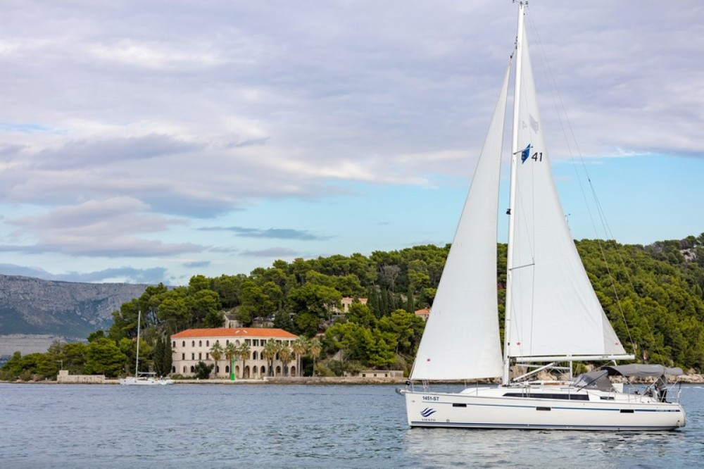 Rental Sailboat in Split - Bavaria Bavaria Cruiser 41