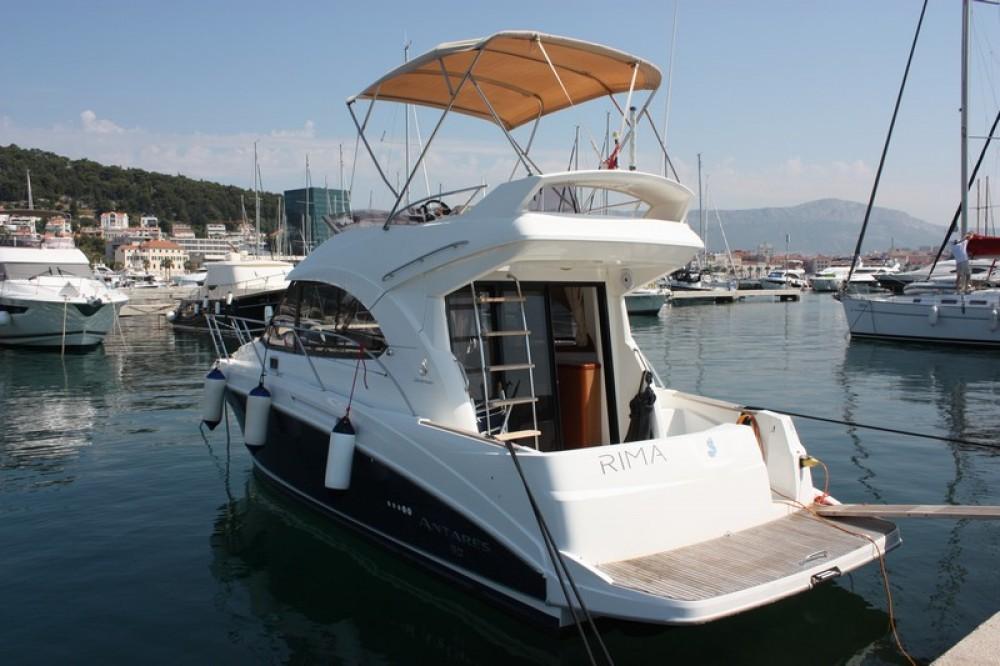 Rental Motorboat in Split - Bénéteau Beneteau Antares 30 Fly