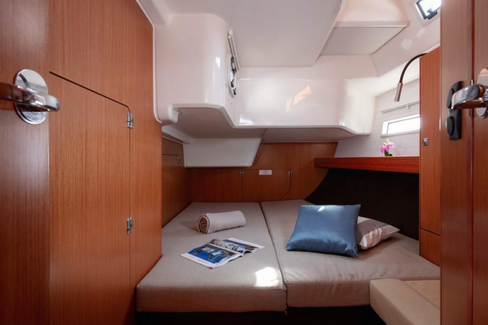 Boat rental Bavaria Bavaria Cruiser 51 in Split on Samboat